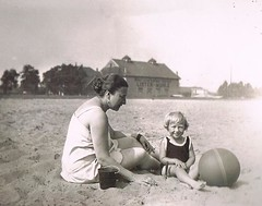 Ball on the Beach (TrueVintage) Tags: 1920s summer vacation people holiday beach strand kid sitting urlaub mother kind sit oldphoto 1928 mutter seated foundphoto vintagephoto vintagekid vintagevacation vintagesummer