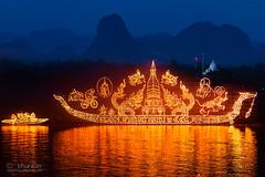 illuminated_boat_procession_03r (khunkay's gallery) Tags: boat 15 11 illuminated procession 2558 พระจันทร์ พลุ นครพนม เดือน ขึ้น พญานาค ออกพรรษา ธาตุพนม ค่ำ นาแก ศรีสงคราม เรณูนคร ประเพณีไหลเรือไฟ เลียบริมฝั่งแม่น้ำโขง ถนนสุนทรวิจิตร ขบวนเรือไฟ ลำน้ำโขง พาแลง ลอยเรือไฟ วัดโพธิ์ศรี ท่าอุเทน นาหว้า บ้านแพง ปลาปาก โพนสรรค์ วังยาง นาทม