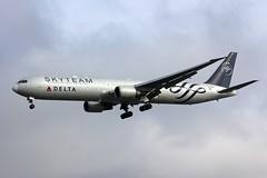 B767 N844MH London Heathrow 21.10.16 (jonf45 - 2.5 million views-Thank you) Tags: airliner civil aircraft jet plane aeroplane lhr egll london heathrow airport aviation boeing 767 b767 delta air lines 767432er n844mh sky team livery