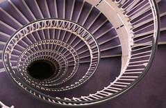 Purple Stairs (rikbuitenwerf) Tags: purple paars trap stairs hotel eye roudn rond london londen uk england engeland premium inn