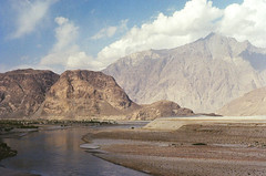 (obnimakina) Tags: pentaxmx film 2016 pakistan gilgitbaltistan skardudistrict mountains valley river rocks outdoor water clouds sky karakoram