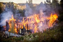 lmh-nedbrenning102 (oslobrannogredning) Tags: boligbrann totalbrann brann bygningsbrann brannibygning totalskadet fullfyr flammer flamme ild flammehav