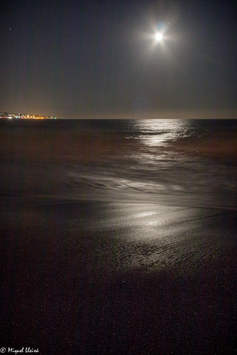 Lluna, mar i sorra ...  - Moon, sea and sand ...