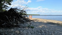 Deux Hommes  La Plage Nudiste. 2016-08-26 16:40.22 (Sandbanks Pro) Tags: parcnationaldoka oka quebec canada lacdesdeuxmontagnes parcnational nationalpark lake lac plage beach sable sand vgtation nature nude nudit nu nudis nudiste nudisme naked nakedman naturiste gai gay homosexual homosexuel paysage touristique vacance holiday t eau water summer