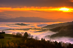 Sunset over a sea of fog (Bernhard Sitzwohl) Tags: sunset redorange landscape nature outdoor hills alps mountains trees foggy mist brume kitzeck