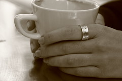 Musical coffee (Mystique154) Tags: manos mujer anillo msica caf taza blancoynegro sepia monocromo hands ring woman womanshands manosdemujer coffee monocrhrome blackandwhite music canon70d tamron18270mmpzd