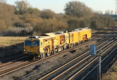 DR77906 (aledy66) Tags: railroad railway train yellow dr77906 canon 70d 600z 1009 reading triangle sidings wellingbro dn goods loop