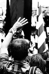 """""""amb la mà dreta i esquerra"""" Els segadors s. XVII (Herminio.) Tags: barcelona fiesta hand flag honor dia mà bandera mano catalunya festa castillo cataluña diada mowers castell foso senyera segadors segadores urna 11sep quatre fossar barres casteller moreres morera 11septembre quatrebarres vialliure dayfiesta diàmetre"""