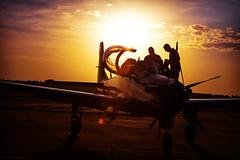 Esquadrilha (Edi Eco) Tags: sunset pordosol fab canon airplane airport super aeroporto airshow 7d contraste avião esquadrilhadafumaça tucano pirassununga ninhodaságuias piloto anjodaguarda showaéreo portõesabertos