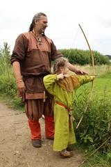 241 Haithabu WHH 17-07-2016 (Kai-Erik) Tags: geo:lat=5449026637 geo:lon=956608068 geotagged haithabu hedeby heddeby heiabr heithabyr heidiba siedlung frhmittelalterlichestadt stadt wikingerzeit wikinger vikinger vikings viking vikingr huser vikingehuse vikingetidshusene museum archologie archaeology arkologi arkeologi whh wmh haddebyernoor handelsmetropole museumsfreiflche wall stadtwall danewerk danevirke danwirchi oldenburg schleswigholstein slesvigholsten slesvigland deutschland tyskland germany 8sommermarkt hndler handwerk handwerker markt wikingermarkt marktgeschehen 17072016 17juli2016 17thjuly2016 07172016 httpwwwhaithabutagebuchde httpwwwschlossgottorfdehaithabu