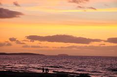 Family Photos at Dusk (Baker_1000) Tags: 2016 clevedon sunset dusk twilight bluehour evening beach pier clevedonpier nikon d90 nikond90 magiclight somerset northsomerset