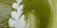 matcha latte 06558 (s.alt) Tags: matcha latte matchalatte greenteapowder greentea green tea powder sugar warmwater milk goodmorning rejuvenating nutritious leafy tasty delicious delicate 抹茶 grüntee japan tee cup