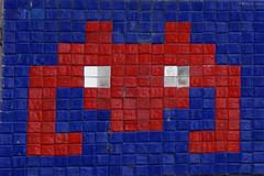 Invader in Paris (Marco Braun) Tags: streetart graffiti paris 2016 mosaik mosaic mosaique invader spaceinvader kachel kacheln gitter grille raster francefrankreich