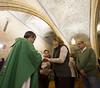 Misa Asociación Cultural Bernado F de Hoyos _ 21 (Iglesia en Valladolid) Tags: asociacióculturalbernardofdehoyos torrelobatón parroquiadesantamaría iglesia templo religion comunión comulgar luisargüello