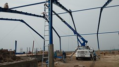 FINCA LAS VEGAS (Gruas_Pluma_Azul) Tags: montaje carga descarga crane gruas gruasguatemala finca maquinariapesada maquinaria bodega industria logistica estructura
