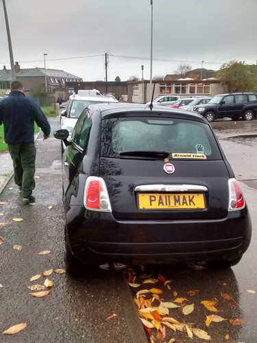 PA11 MAK - Inconsiderate drivers parking on pavement