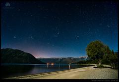Playa bajo las estrellas en lago Mascardi