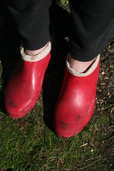 Red Chuva final stage (welliesfan1) Tags: wellies wellworn wellingtons wornout stiefel laarzen rubberlaarzen regenlaarzen rubberboots regenstiefel ripped