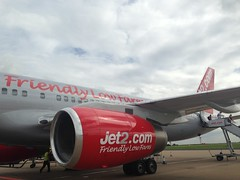 Flying with Jet 2 (Lets World! www.lets-world.com by Aitor Agirrega) Tags: flying low flight cost compaia vuelo barata aerea jet2 volar letsworld