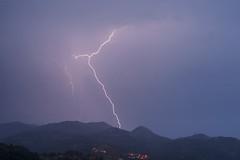 Borines bajo los rayos (elosoenpersona) Tags: storm mountains town ray asturias sierra tormenta lightning rayos sueve borines elosoenpersona viyao