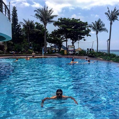 #游泳#夏都#墾丁#海#泳池#蓝天#白云#國境之南#屏東#台灣#夏#晴 #swim#kenting#ocean#blue#white  #summer#clear#taiwan