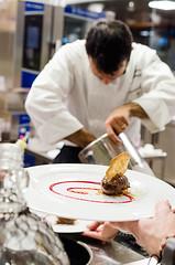 Luca Landi interpreta l'olio (scuolatessieri) Tags: gelato cioccolato privilegio olioextravergine showcooking lucalandi primoevento scuolatessieri fogliaviola