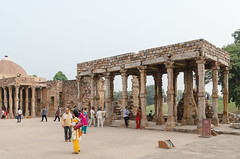 Qutb Complex - DSC_0011 (John Hickey - fotosbyjohnh) Tags: 2016 holidays october2016 nikon nikond5100 india delhi tourism traveldepartment qutbcomplex architecture ancientbuilding structure visitors