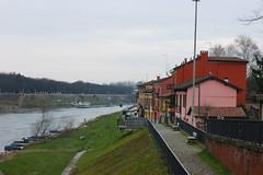 Pavia - I colori del Borgo (Il_Pazzo_77) Tags: pavia borgo borgoticino fiume fiumeazzurro ticino statua lavandaia statuadellalavandaia