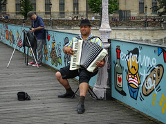 Musician on the Pont des Arts (eutouring) Tags: paris france city life citylife pariscitylife travel music musician streetartist streetmusicians