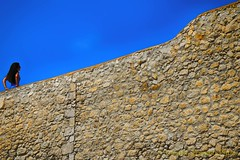 Oltre il muro... l'azzurro!!! (Gianni Armano) Tags: oltre il muro lazzurro ragazza cielo colori foto gianni armano photo flickr