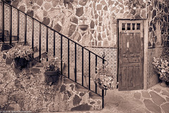 DoorMonjasMexico84SanMiguelDeAllende (Zzzzt!Zzzzt!) Tags: door doorseries mexico sanmigueldeallende 1984 hotelposadadelasmonjas stairs rockmasonry tiles