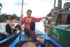 (kuuan) Tags: voigtlnder heliar f4515mmmanual focusmfvoigtlnder 15mm aspherical f4515mm ricohgxr mmodule superwideheliar rowingboat mekong river lady bentre mytho southvietnam tour