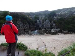 Playa de Gulpiyuri (5) (calafellvalo) Tags: cangasonsgulpiyuriasturiesasturiassidrasidreriacalafellvalo gulpiyuri cangasdeons asturias asturies sidra escanciar sidreria costa acantilados calafellvalo espaa cantbrico