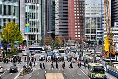 crossing, Umeda, Osaka (jtabn99) Tags: construction hanshin osaka japan nippon nihon umeda 20161126 street crossing building