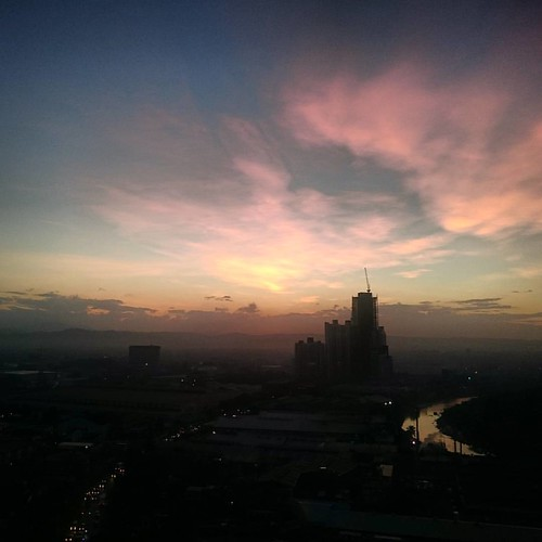Cottoncandy Wednesday! Good morning world! #goodmorningworld #cottoncandy #wednesday #sunriser #earlybird #aspiretower #nuvocity #quezoncity #eastwoodcity #offtoworkigo