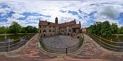 Burg Vischering Innenhof (Devil9797) Tags: equirectangular kugelpanorama panorama burg vischering schloss innenhof hof wolken lüdinghausen hdr