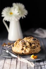 Irish soda bread con uvetta e pinoli-2 (lanaebiscotti) Tags: sodabread bread baking pinenuts breakfast raisin saisies indoor light marmalade grey colors cup tea