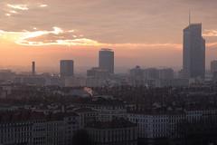 Levé de Soleil sur Lyon (Claude Schildknecht) Tags: europe france incity levé lyon matin oxygène places soleil sunrise tour tower