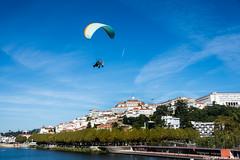 Volando (cvielba) Tags: coimbra mondego parapente parque portugal rio vistageneral