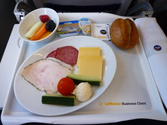201507159 LH101 MUC-FRA breakfast (taigatrommelchen) Tags: food breakfast airplane inflight business meal lufthansa dlh a321200 flyingmeals mucfra lh101 daidv 20150727