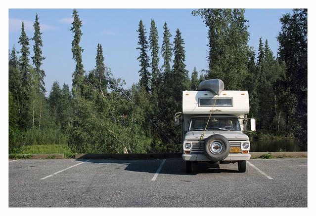 alaska parking canoe camper fairbanks chenariver fordf250 truckcamper drozda nordaleroad chenawayside