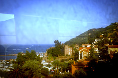 Par la fenêtre du train Cannes - Toulon (Calinore) Tags: sea mer france paca paysage dirtywindow méditerranée provencealpescotedazur collectionparticulière vitressales