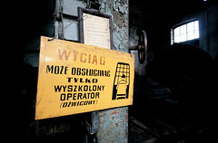 Old warning (roomman) Tags: 2015 poland skierniewice railway station train trains enthusiast museum roundhouse lokschuppen transport transportation pkp historic history engine engines shed polish association enthusiasts old vintage lost place lostplace sign warning railways rail rails skierniwice exhibition places psmk kolej