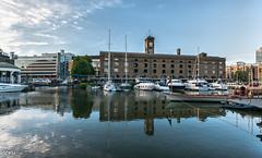 St Katharine docks (Perurena) Tags: uk inglaterra england building london water sailboat docks reflections muelle agua barcos ships edificio londres reflejos reinounido pantalan granbretaa velerios