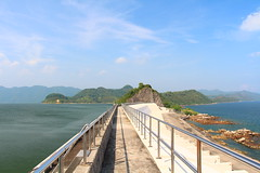 IMG_6938 -  Plover Cove Reservoir (Mak_Ho) Tags: sea mountain nature clouds canon landscape photography hongkong scenic wave hike reservoir      tides newterritories spillway        plovercovereservoir hongkonglandscape  tolochannel scenicphoto   700d    rockyshoreecology