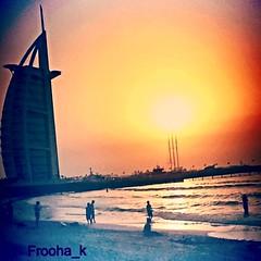 أيا حبيبي المسافات بيني وبينك لمَ لا تشبه  خطوط يدي ؟ ..../ صورة أرشيفية ٢٠١٣ (froo7a_k1) Tags: برجالعرب dubai دبي