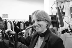 DSC_0487 (Catlogo Curso de Fotografia - Unisc) Tags: pessoa mulher pretoebranco loja documental sorrindo