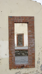 Mundos paralelos (Moraiya) Tags: puerta gijn xixn