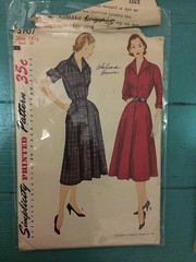 Simplicity 3707 (kittee) Tags: simplicity simplicity3707 3707 vintagesewing vintagepattern dress nodate gores buttons pockets size1412 bust33 shirtdress 34sleeves 1950s 1940s kittee