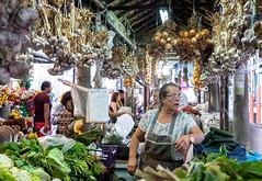 Mercado do Bolhao (Pep Vargas) Tags: mercat mercado market bolhao oporto gent gente people parada carrer calle street vegetables verdures verduras